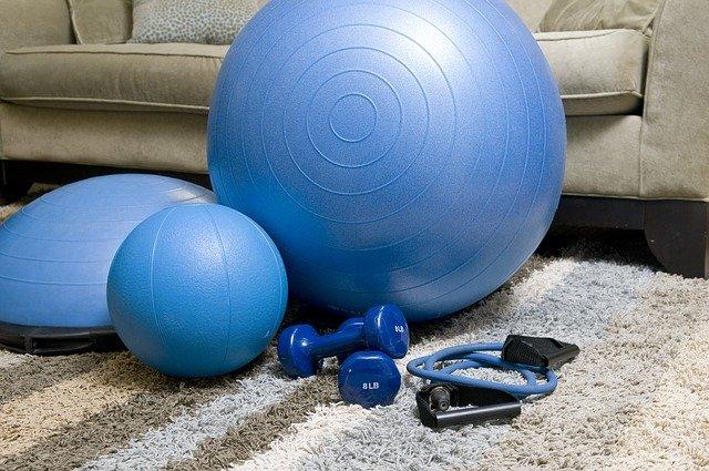 Fitness in casa: Esercizi per tenersi in forma a casa